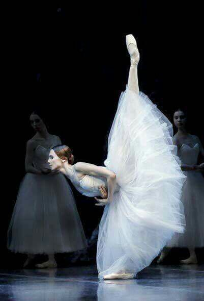 <<Svetlana Zakharova (Bolshoi Ballet) as Giselle>> is the most amazing dancer! I had to post.