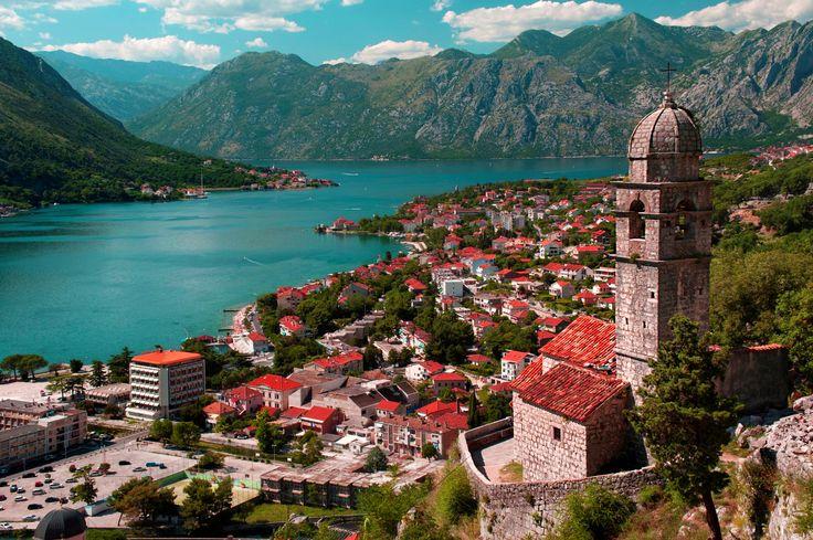 İzmir çıkışlı olarak gerçekleşen 4 yıldızlı otellerde konaklamalı otobüs veya uçaklı ulaşım imkanlarıyla muhteşem Balkan Turları en uygun fiyatlarla.