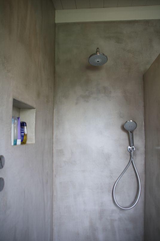 Badkamer in VERBAU-betonstuc, kleur #12 kiezelgrijs.