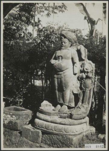 Patung Hindu di Singosari dekat Malang 1930.