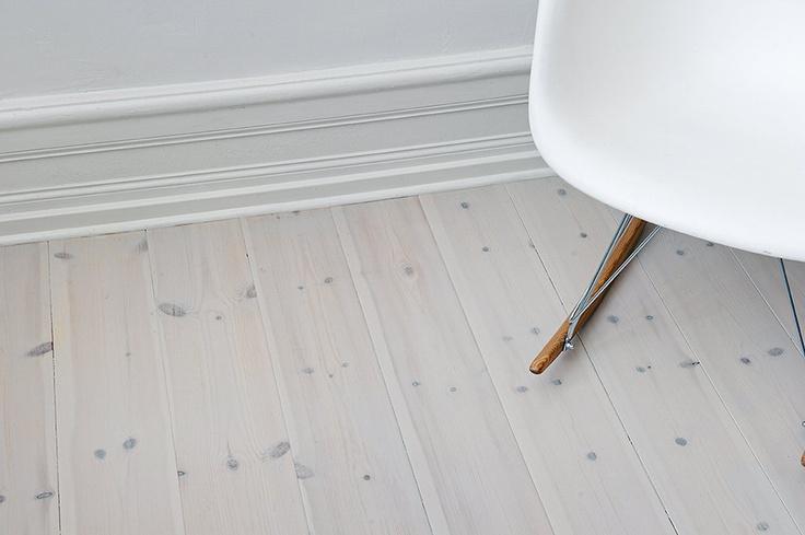 hvitoljet og mattlakkert gulv