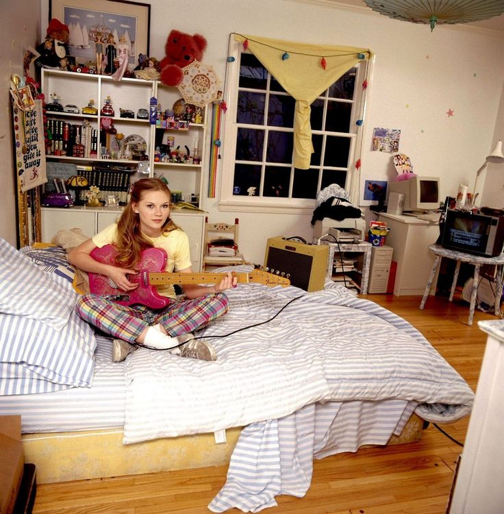 Kirsten dunst in her bedroom 1997 freeheart babes for Chambre kirsten
