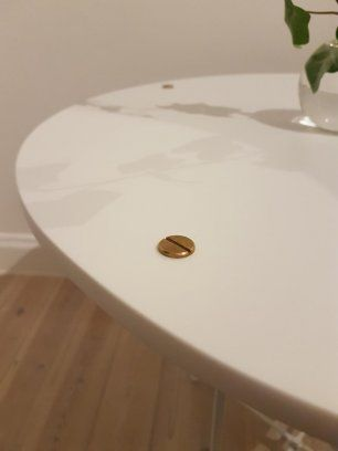 Säljer nu mitt superfina soffbord med mässing detaljer. Skivan är riktigt tung då den är av komposit sten. Komposit sten är ett mycket exklusivt material s...
