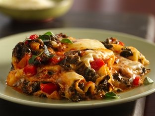 red pepper spinach lasagna - would change a bit, but yum!