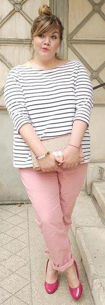 calça e sapato rosas, blusa de listras