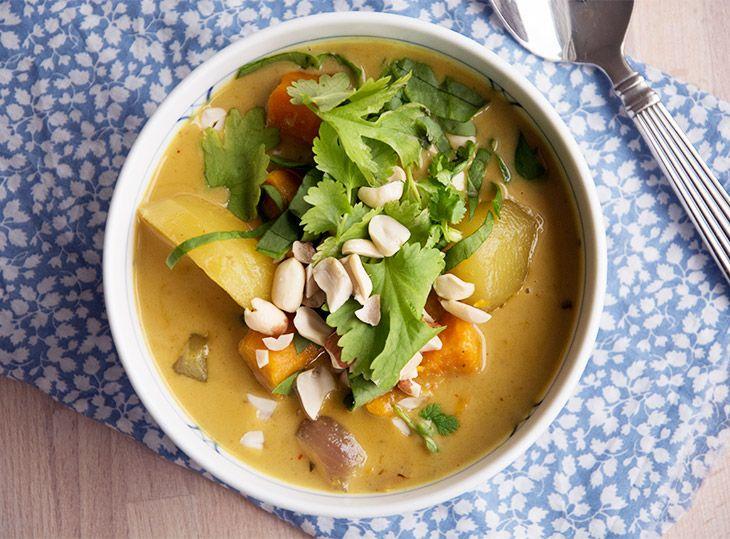 Massaman curry - eller på dansk karry - er en lækker og nem hverdagsret som smager helt fantastisk og godt krydret - få opskrift her