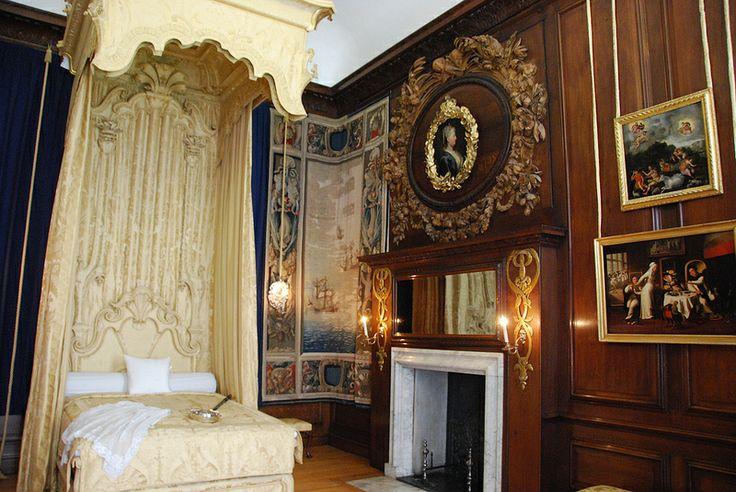 Hampton Court Palace - Queen's Bedchamber 2