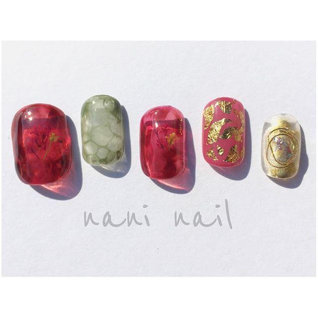 赤べっこうさんに 押し花をしのばせました♡ 秋も押し花は可愛いですね♡ さて、 寝るまでしゅうごと まったりタイム♬ #nails#nail#nailart#newnails#nailaddict#nailgram#gel#gelnail#gelnaildesign#gelnails#fashion#ベトロ#vetro#