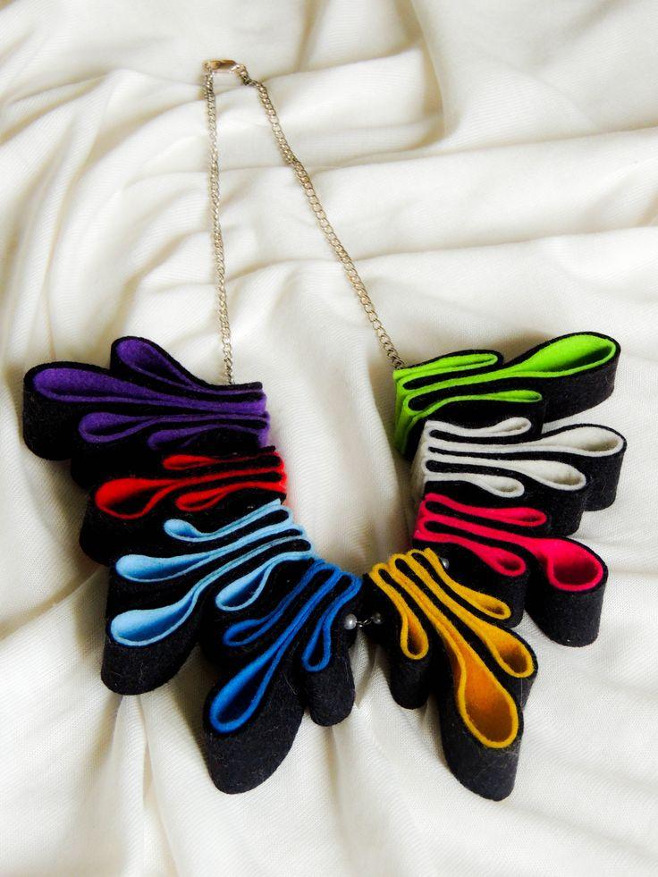 Skládaný filcový náhrdelník.Cena za kus 330,- Kč (12 euro)