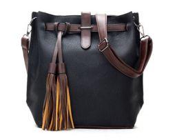 Dámska kožená taška cez rameno s dekoráciou1
