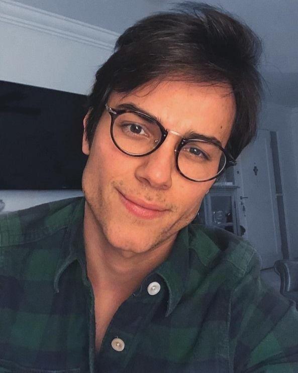 3139880955249 Um óculos de grau perfeito para homens modernos e estilosos, que prezam  pelo bom gosto