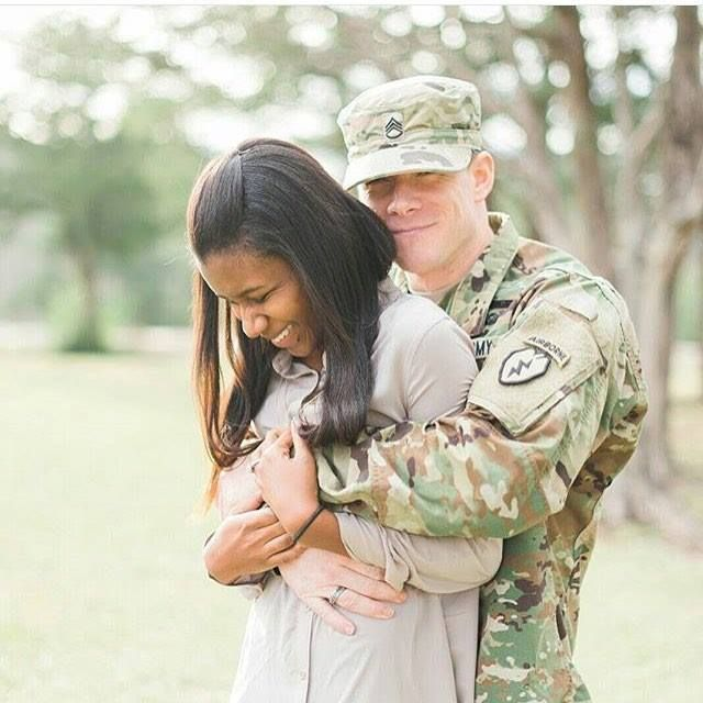 Military family's photo session ends with a photobomb to remember