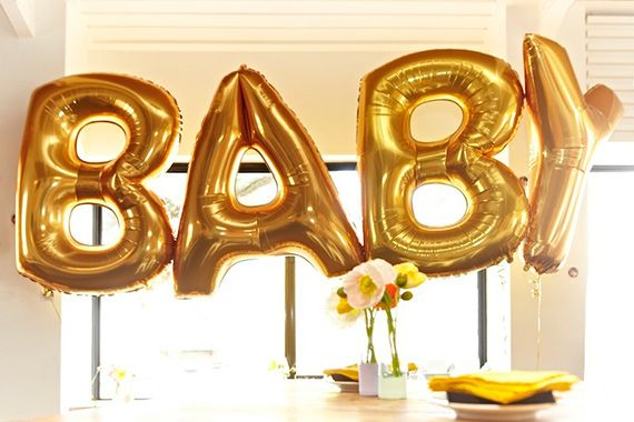 Gold mylar letter balloons | photos by Alana Landsberry | 100 Layer Cakelet #babyshower #birthday #balloons