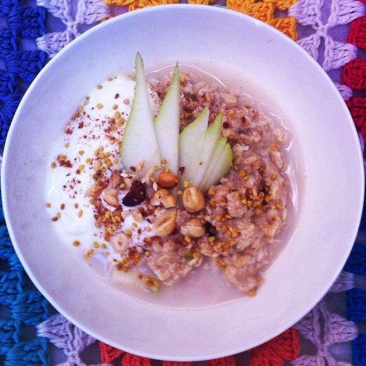 Pear, ginger and hazelnut porridge