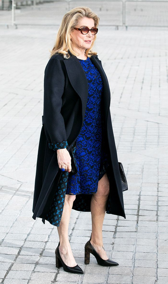 Catherine Deneuve takes an elegant, understated spin on logo mania. Get 40+ #style support at www.WorkingLook.com #maturista