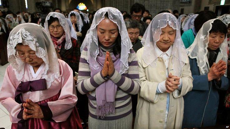 In Korea Most Catholic Women Attending Mass With Mantillas Catholic Veil First Communion Veils Christian Veils