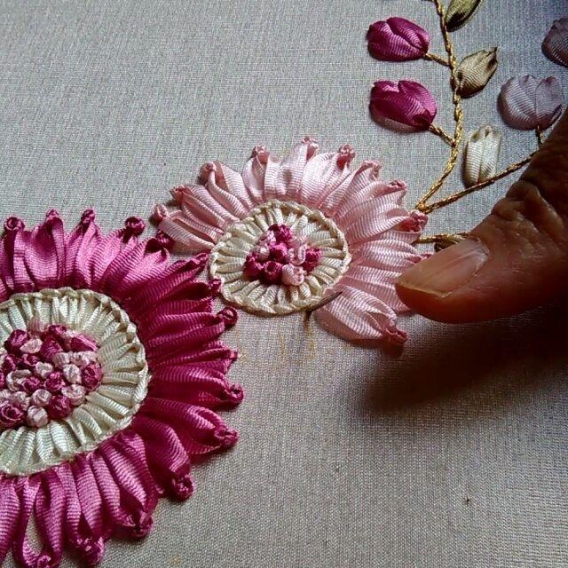Ve Çiçeğimizin finali🌼💕😍 #kurdele #kurdelenakışı #ribbon #ribbonart #design #instadaily #intagram #bohçahazırlığı #paketleme #dekorasyon #pudralove #pastel #kurdelenakisi # lotus #hediyelik #söz #nişan #düğün #çeyizlik #hediyelik #enyenilerikeşfet #iğnelik #flowers #güller #pink #roses #pinkloves #weddingift #followme #tagsforlikes