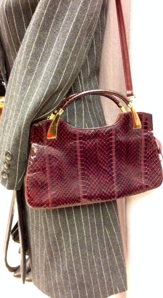 Vintage leather handbag at LIZ boetiek Leeuwarden