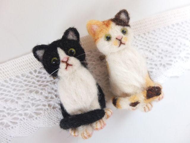 羊毛フェルト☆ちょこんとお座り猫ブローチ