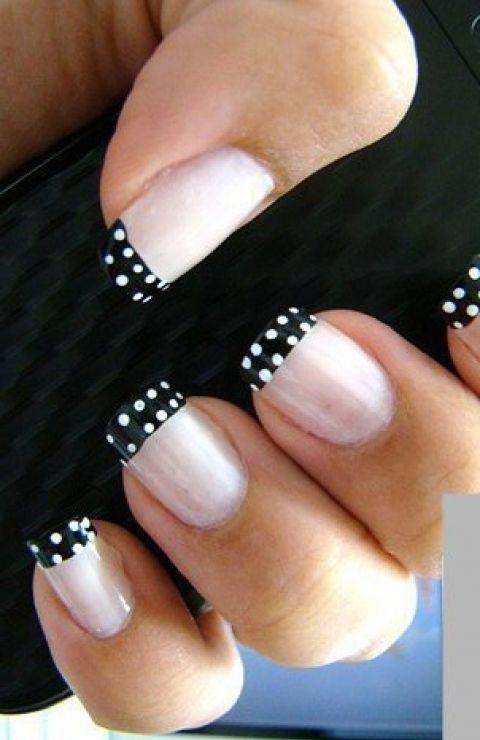 Manicura francesa + polka dots