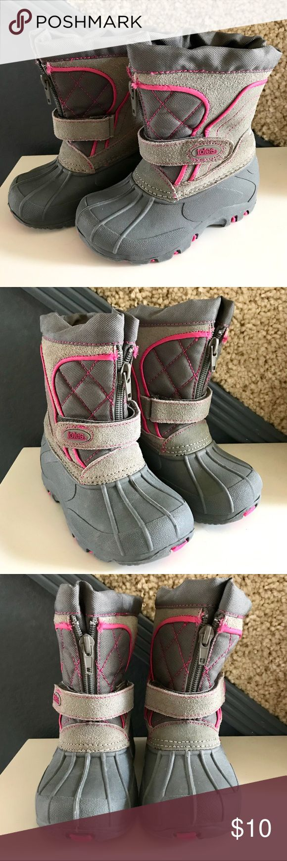 Totes Toddler Girl Grey Pink Snow Boots Adorable & functional toddler girl snow boots. These kept my daughter's feet completely dry & warm in 25-30 degree weather. Worn for a week in the snow last season. Great condition! Totes Shoes Rain & Snow Boots #toddlersnowbootsgirl