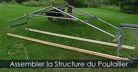 Comment assembler la structure d'un poulailler mobile sur roues - Plan de tracteur à #poules - Idée de poulailler portatif. Instructions: http://www.jardinage-quebec.com/guide/construire-un-poulailler-mobile/poulailler-sur-roues-2.html