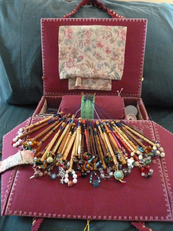 My travelling bobbin lace pillow