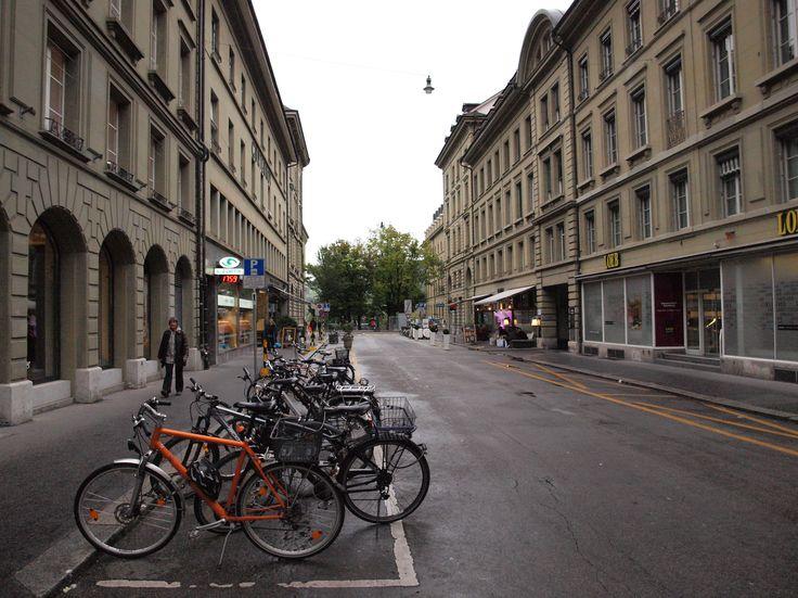 My first week in Bern, Switzerland  Olá a todos, tive saudades! Finalmente um post sobre Berna! Quase não tive internet esta semana e adicionando a isso tive um curso de 10 horas por dia que tornou impossível abrir o meu computador. Só comia e ... Read more