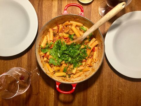 Krämig pasta med soltorkade tomater, rosmarin, champinjoner och fetaost | Jävligt gott - en blogg om vegetarisk mat och vegetariska recept för alla, lagad enkelt och jävligt gott.