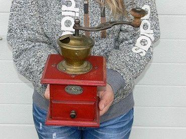 Starý značený mlýnek na kafe s mosaz. násypkou 1050,- Třemošná