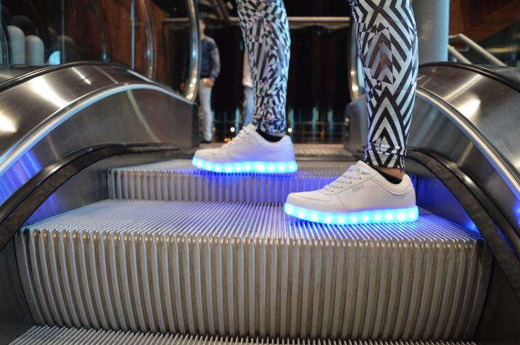 #ledshoes #partyshoes #lightshoes #ledsneakers #lightenupshoes #lichtschoenen #feestschoenen #partyschoenen #sneakers #sport #sportschoenen