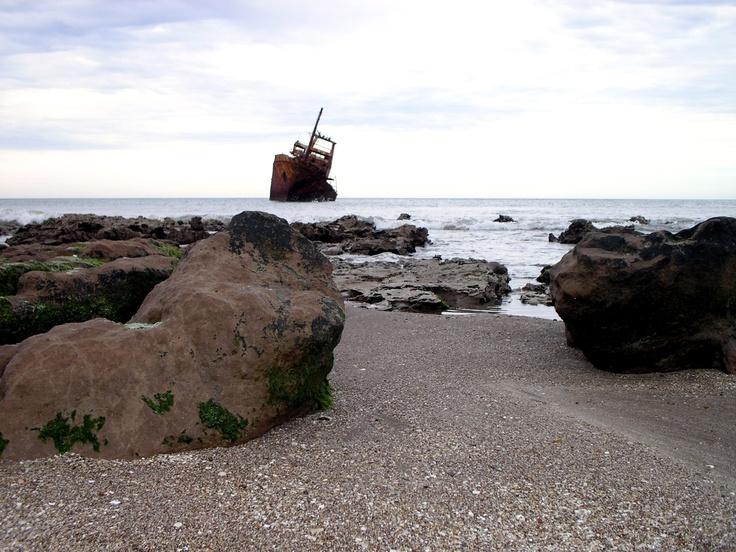 Barco encallado, Necochea - Buenos Aires