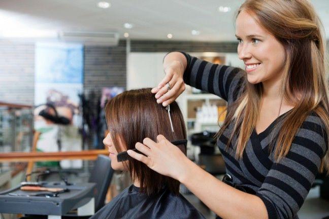 Triki ekspertów, które pomogą zachować piękne włosy - wypróbuj już dziś!  #włosy #pielęgnacja #fryzury #hair #stylist #care #abcZdrowie.pl