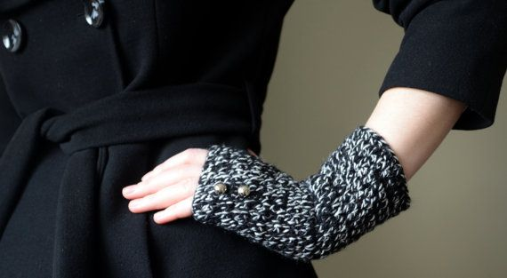 Black and White fingerless gloves wool by LOVELYCHICKNITTING