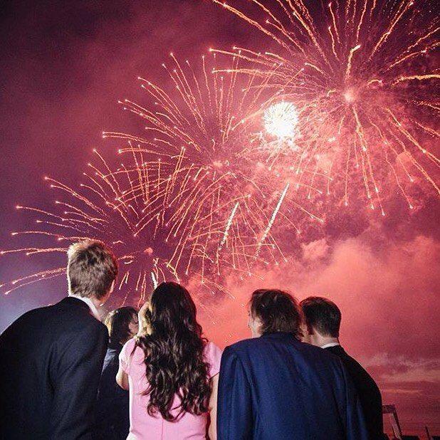 #Casino Профессиональный подход Granat Events позволит встретить ваш персональный «новый год» по-настоящему торжественно и роскошно. В вашем распоряжении замки, виллы, рестораны, ночные клубы, лимузины, яхты и вертолёты. Сотрудники Glow Group Events предложат лучшие места для п�