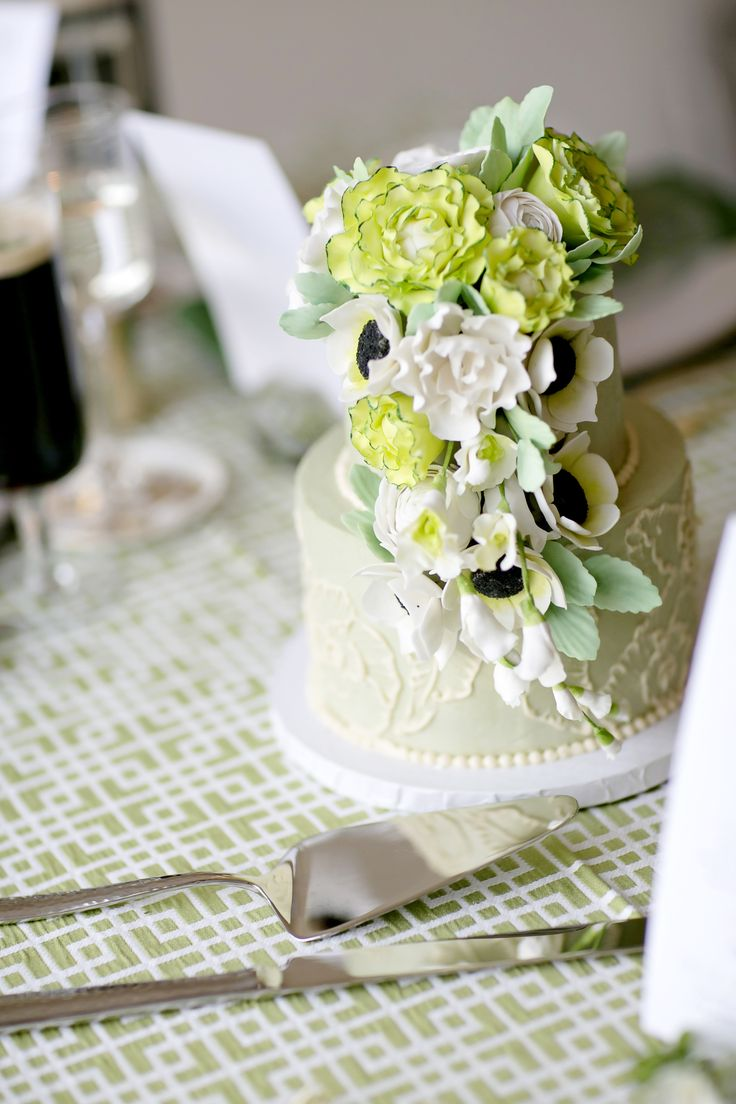 119 best wedding cakes images on pinterest cake shop sugar wedding cake by sugar flower cake shop photography jen lynne photography jenlynnephotography dhlflorist Image collections