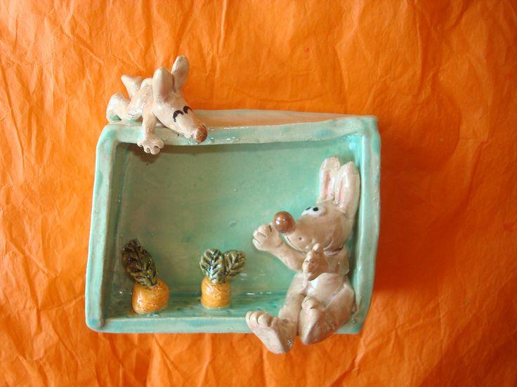 Regarder pousser les carottes! En vente sur mon site ALM: http://www.alittlemarket.com/decorations-murales/fr_cadre_en_relief_ceramique_lapin_et_carottes_-12086951.html