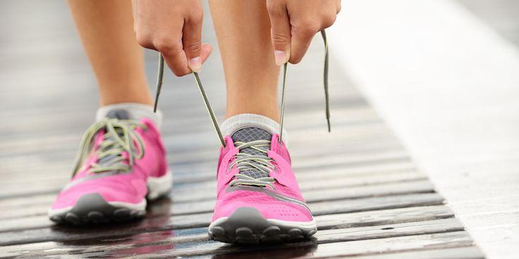 Natuurlijk is droogshampoo handig als je vet haar en weinig tijd hebt. Maar je kunt er ook vlekken mee wegwerken, of zorgen voor frisse sportschoenen.