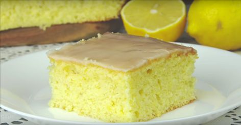 Пирог получается очень нежный с насыщенным вкусом лимона. Пахнет невероятно вкусно и соберет ваших близких за столом задолго до того, как будет готов. 😍👍