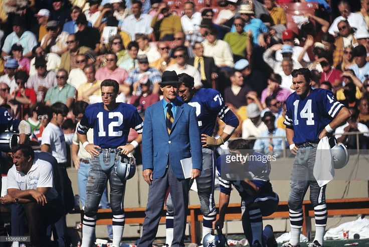 Dallas Cowboys head coach Tom Landry on sidelines during game vs St. Louis Cardinals at Busch Memorial Stadium. Neil Leifer X15267 )