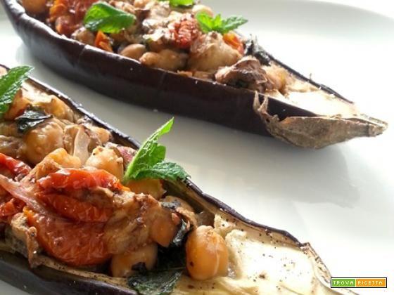 Barche di melanzane con ceci coriandolo e menta  #ricette #food #recipes