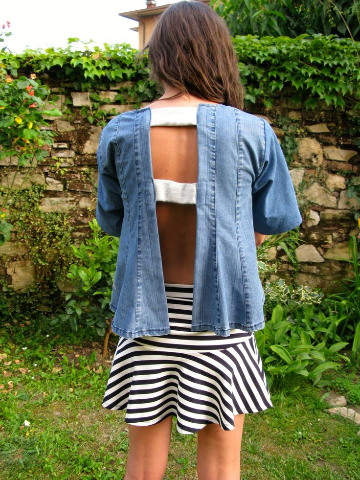 Camicia jeans, realizzata con jeans vintage ed applicazioni jersey, scollatura sulla schiena euro 68,00  Gonna marinarè, realizzata in jersey di cotone fantasia righe euro 95,00