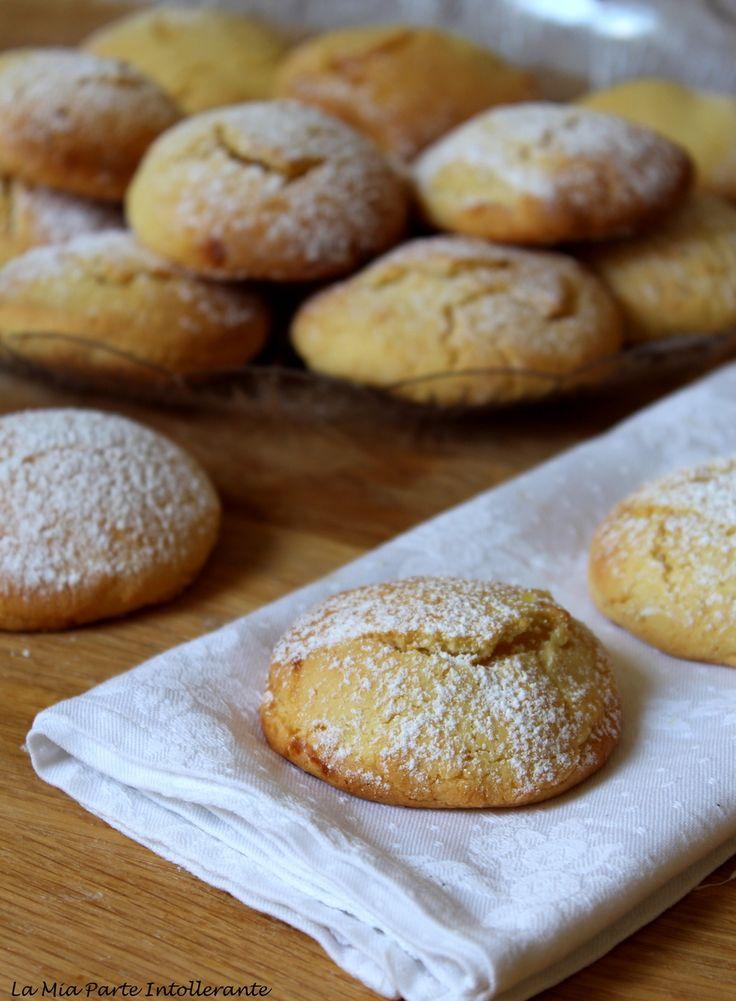 Biscotti cuor di limone: pasta frolla senza glutine con morbido ripieno di lemon curd.