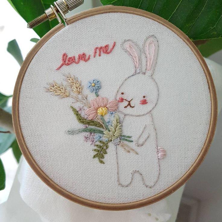 프랑스자수...토끼 love me♡#프랑스자수#토끼자수#동화자수#손자수#취미자수#핸드메이드#별헤는자수#별헤는자수스텔라#초급자수#귀요미 #embroidery #stitching #needlepoint #needlework #bordado#bordados#ricamo#cute#pretty #rabbit#꽃자수#자수#love#loveme#embroideryflowers