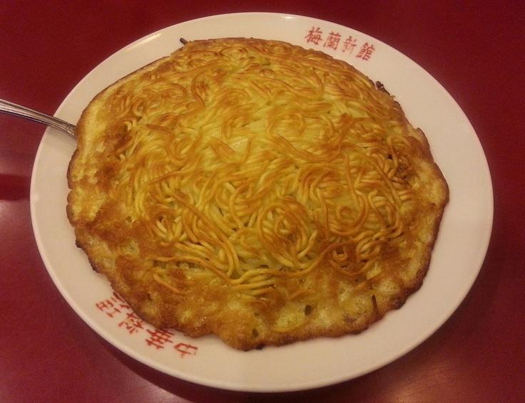 特製海鮮梅蘭焼きそば ¥1,470 [沙茶醤で炒めた海老、イカ、帆立、浅利、もやし、しめじなどを入れたぜいたくな一品です。]