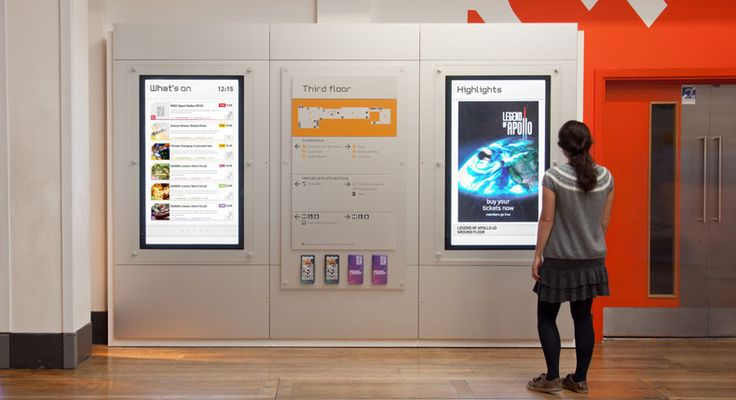 Science Museum of London, digital signage incorporated with wall map and brochures