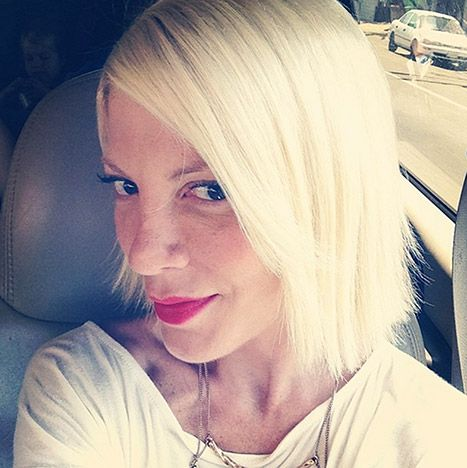 Time's precious when you're a mom of four! So says Tori Spelling, who debuted her new hair cut -- revealing she did it herself! She chopped her hair while her kids were sleeping!