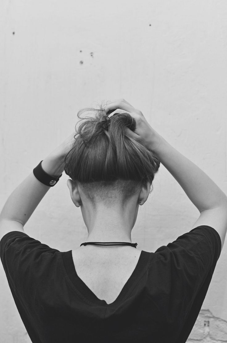 Undercut hairstyle, shaved head, long hair. This is the one I want to get before heading off to school! I've gotten to the point where I have a pretty good bob haircut going (albeit with a few too many layers goin' on) but this will be perf. for helping me grow the top out!