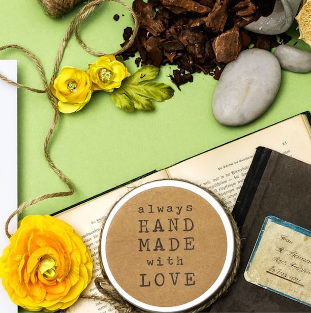 Frühling liegt in der Luft!  Geniesse die ersten warme Sonnenstrahlen und lass deine Seele baumeln - beim Sitzen, Sonnen, Liegen und Essen in deinem Garten. Komm jetzt vorbei und finde neue verspielte Möbel und Accessoires für deinen Garten. ähnliche tolle Projekte und Ideen wie im Bild vorgestellt findest du auch in unserem Magazin . Wir freuen uns auf deinen Besuch. Liebe Grüße