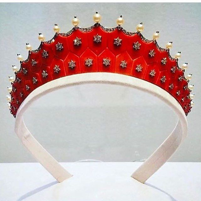 An exquisite coral, diamond and pearl tiara, by Cartier. Sold at Christie's Magnificent Jewels in New York for USD 775,500, estimate USD 200,000-300,000. @christiesjewels #magnificentjewels #newyork #auction @cartier #coraltiara #uniquejewelry